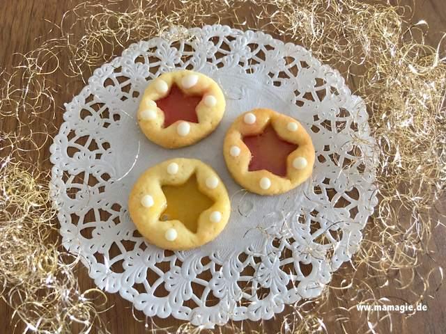 Plätzchen mit Glas aus Bonbons