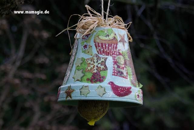 Selbstgemachte Vogelfutterstation aus Blumentopf