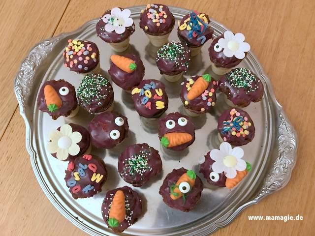 Kleine Kuchen oder Muffins im Eisbecher