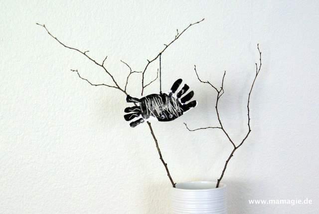 Spinne aus Handabdrücken zur Demo mit Kindern basteln