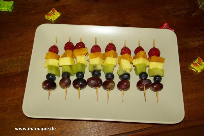Obstspieße in Regenbogenfarben