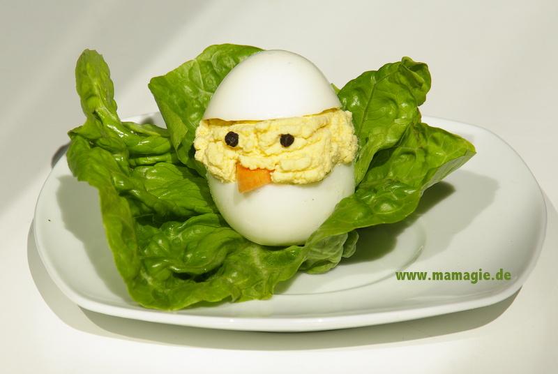 Kücken aus hartgekochtem Ei