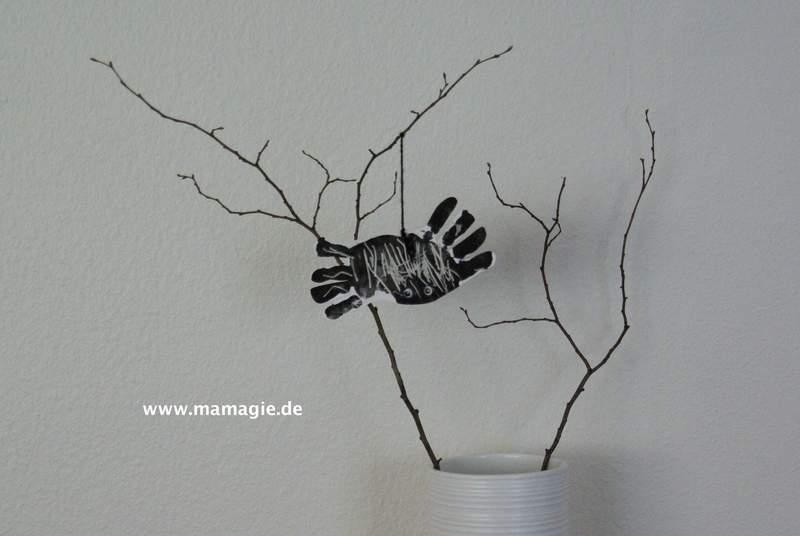 Deko mit Spinne aus Handabdrücken