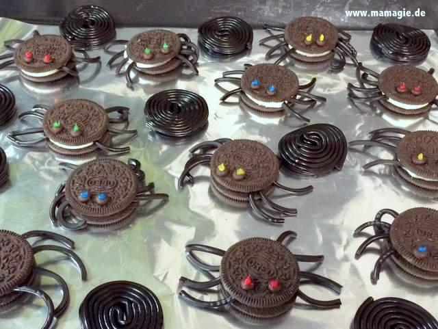 Spinnen aus Oreo-Keksen für Halloween