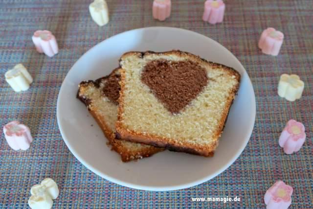 Rührkuchen mit Herz zum Valentinstag, Muttertag oder Geburtstag
