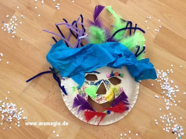 selbstgebastelte Kindermaske