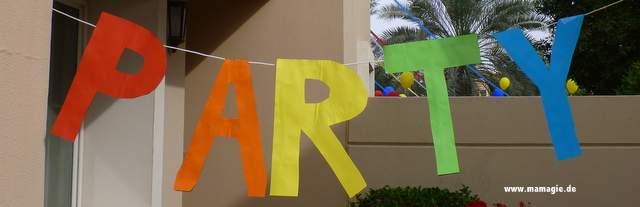 Selbstgemachte Party-Deko aus Papier-Buchstaben