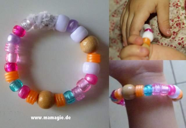 Perlen auffädeln mit kleinen Kindern
