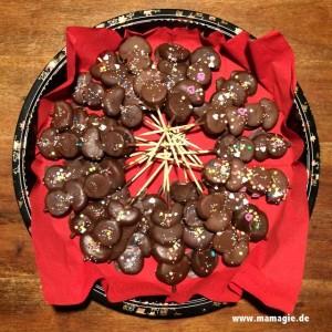 ausgeblasene ostereier mit schokolade