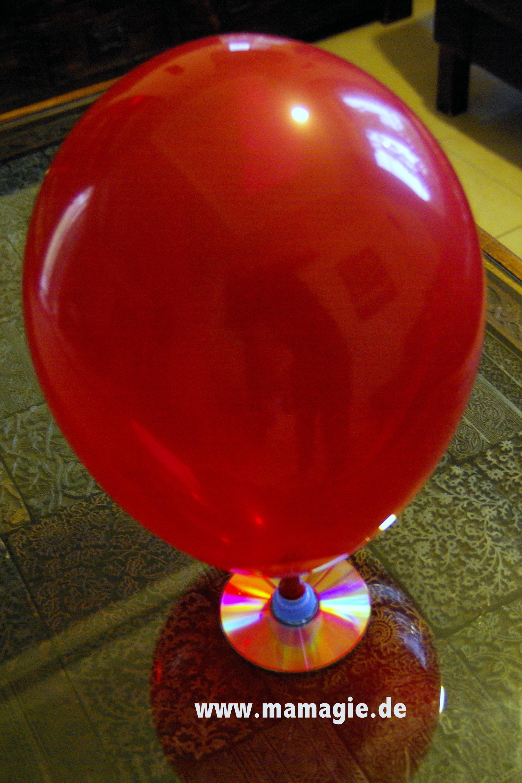 Luftkissenboot aus CD, Flaschenverschluss und Luftballon