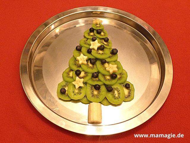 Weihnachtsbaum aus Obst als gesunder Snack