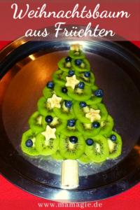 Weihnachtsbaum aus Früchten legen als gesunden Snack