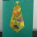 Gefaltete Hemdkarte mit bemalter Papierkrawatte
