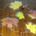 Herbstliche Fensterdeko mit bunten Blättern